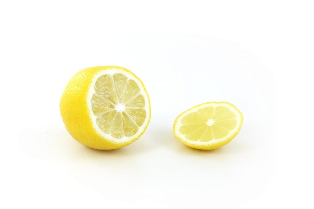 Il limone giallo, frutto della pianta